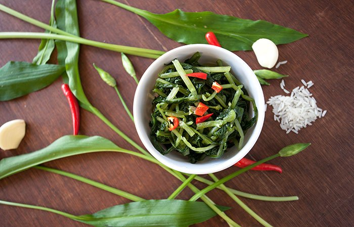 A bowl of Gratiem Dong, a Thai side dish made from wild garlic